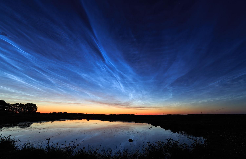 Noctilucent_clouds_over_Uppsala%2C_Sweden